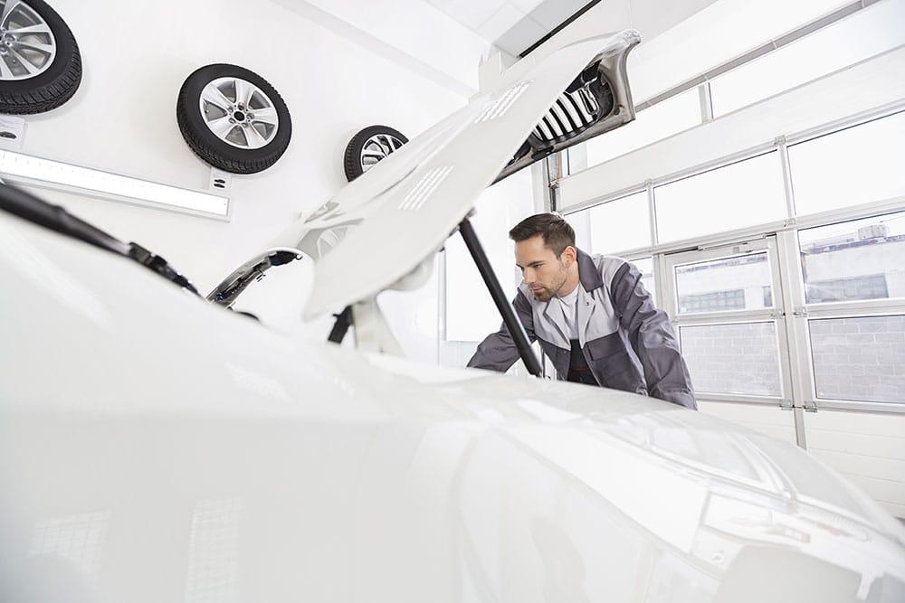 OEM versus IAM – Mit der richtigen ERP-Software für den Fahrzeugteilehandel gegen die Hersteller bestehen